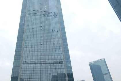 江北嘴国金中心外墙清洗.清洗高度316.3米