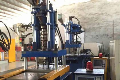 供应二手立式注塑机,塑料设备射出成型机