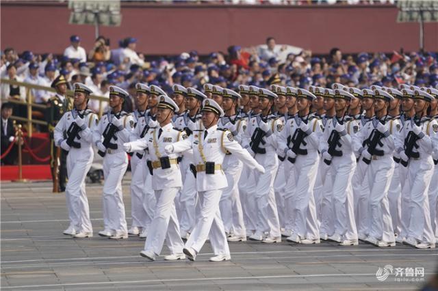 从阅兵盛典中感受伟大祖国的强盛之气