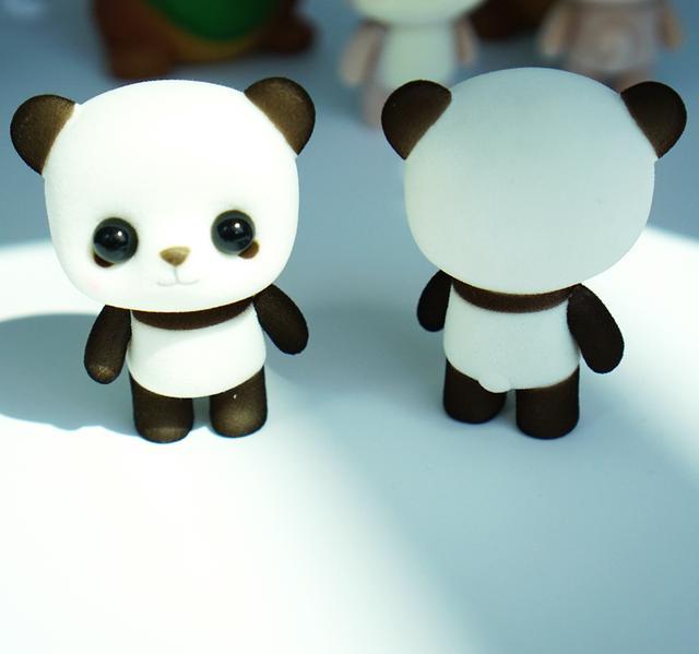 内里采用了环保健康的材质填充,小动物的造型设计,特别的呆萌可爱.