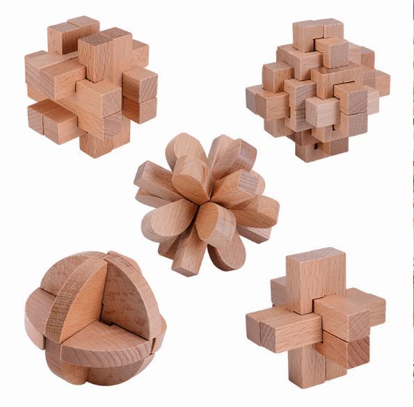 有三种解法,一般人能知道二种解法已相当历害.可定制各类铜制鲁班锁!