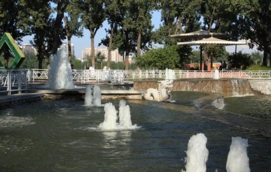 涌泉树冰喷泉水景图片