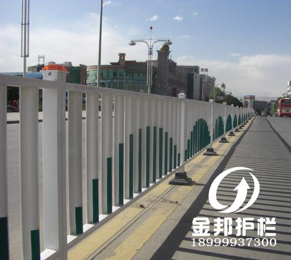 新疆城市道路护栏,乌鲁木齐道路隔离栏,新疆交通护栏,乌鲁木齐市政图片