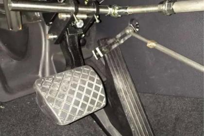 汽车辅助装置