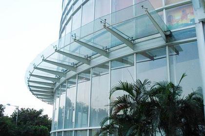 车库口玻璃顶棚维修