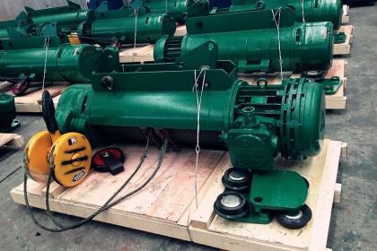 电动葫芦主要结构:减速器,起升电机,运行电机,断火器,电缆滑线,卷筒