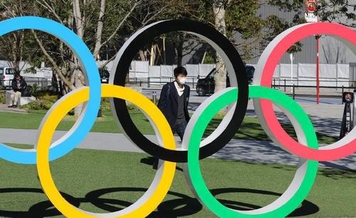 """奥运会迟到一年 中国体育""""应变"""""""