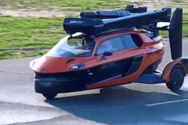 世界首辆空中飞行汽车在美国迈阿密展会上亮相
