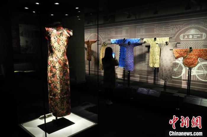 """从丝绸看东西方文明交流 """"中西丝织文物展""""在沪开幕"""