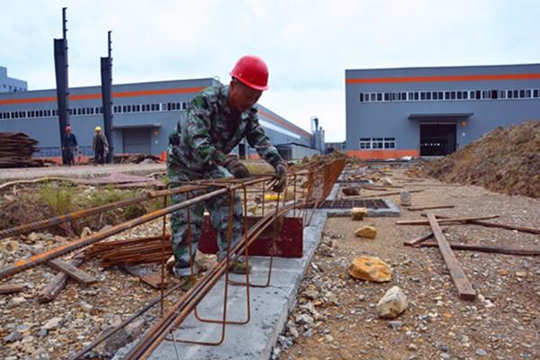 """梁平:""""智慧小镇""""智能制造项目一期加速建设 预计今年底新完工两栋厂房"""