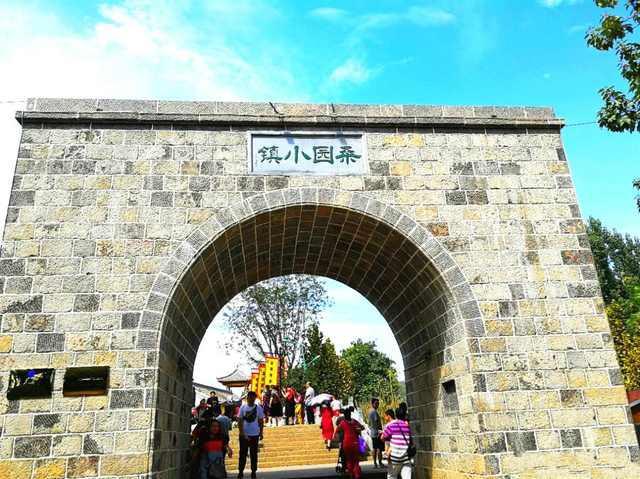 桑园小镇位于河南省鹤壁市淇滨区上峪乡西部桑园村,是一座初具规模