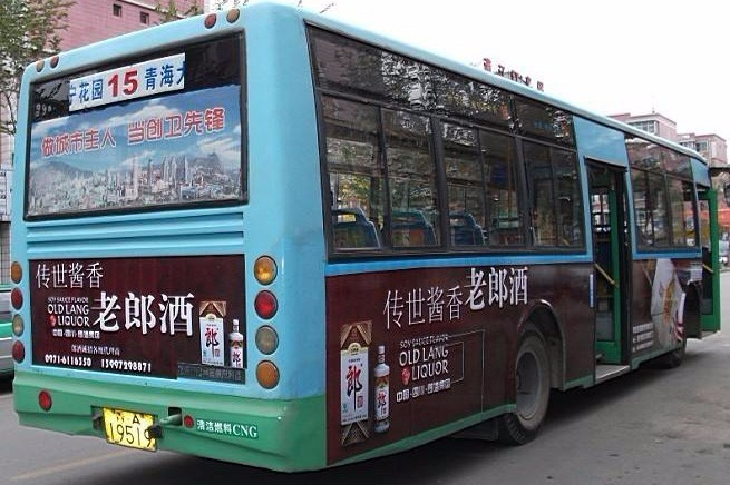 济南公交车站牌广告