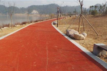 兴安盟小区公园塑胶跑道施工
