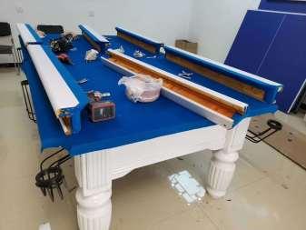 白色台球桌更换台布.jpg