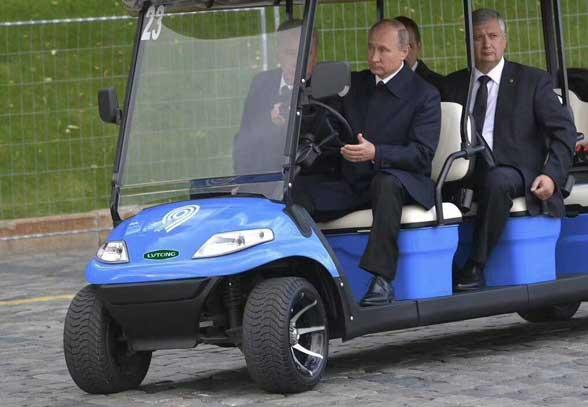 2017俄罗斯普京乘坐车型1.jpg