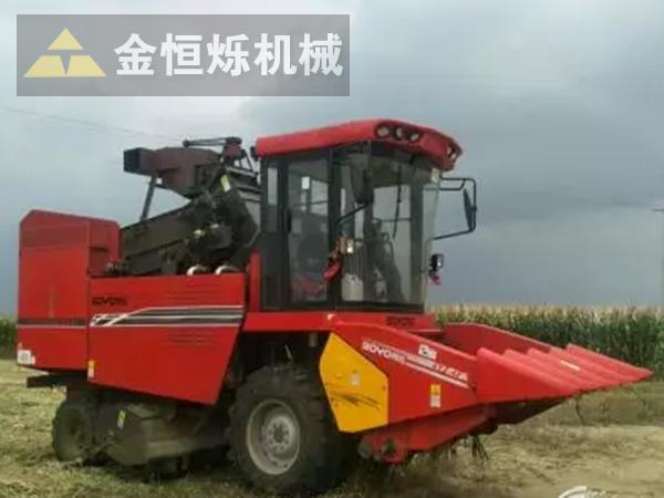 自走式玉米收割机 副本.png