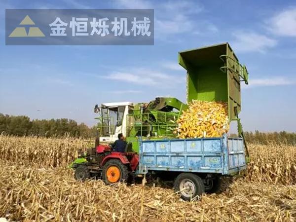 玉米收割机卸粮1 副本.png
