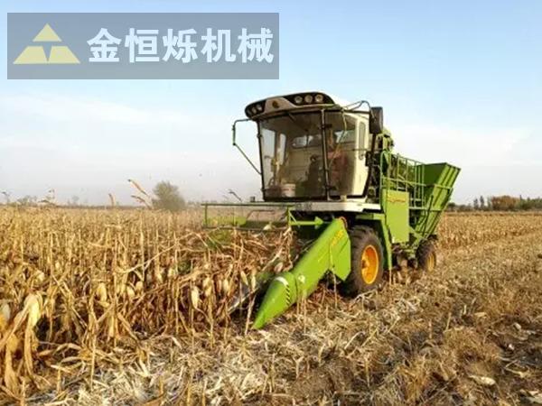 玉米收割机作业 副本.png