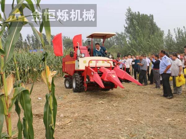 玉米收割机展示会 副本.png