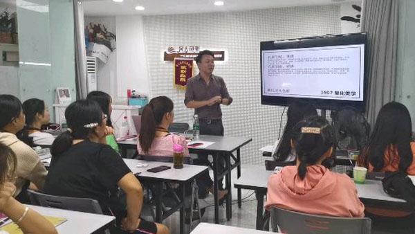 化妆美甲纹绣培训学校 (339).jpg
