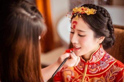 重庆有哪些好的化妆学校?可以学新娘化妆