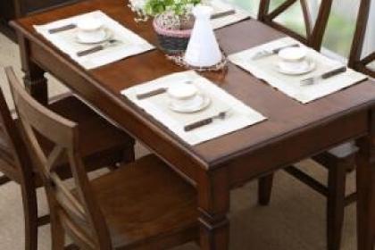 美式实木家具餐桌铺什么以及美式实木餐桌保养的知识
