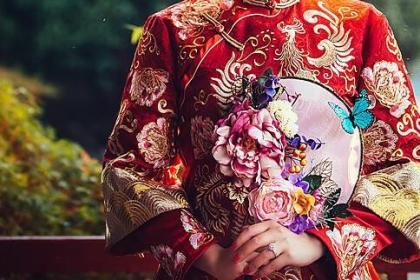 中式礼服手捧花怎么搭?这些中式团扇让你美哭