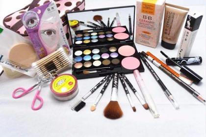 开遍世界上的每个城市 丝琪兰化妆品野心勃勃一直进步