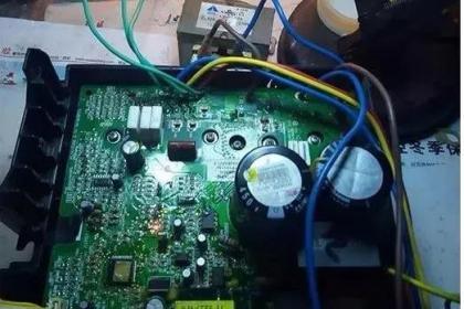 """格力变频空调电容引起的""""H5""""维修一例"""
