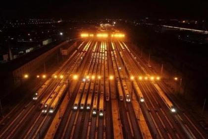 铁路部门加开夜间高铁 保障春节运输