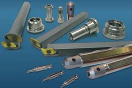 四线方牙螺纹加工刀具的设计