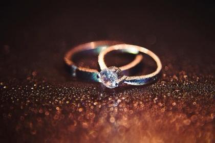 结婚和订婚为什么要戴戒指,戒指有什么特别的意义吗