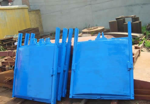 成都蓝色铸铁闸门.jpg