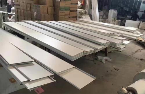铝条扣生产厂家 铝合金扣条生产商 铝条扣板供应商.jpg