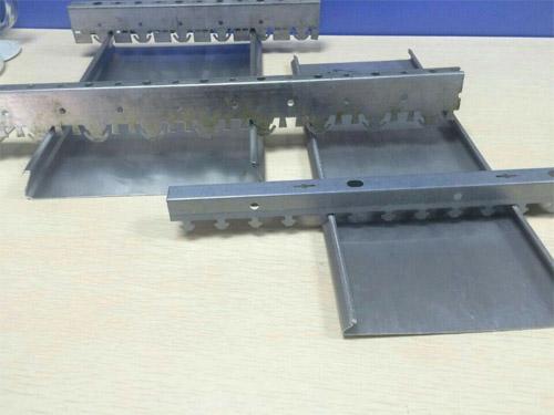 防风铝条扣厂家 加油站铝条天花 铝条扣吊顶.jpg